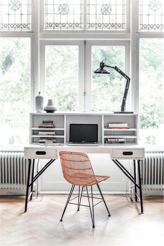 como optimiar el espacio de trabajo con la mesa de ordenador correcta chic and deco