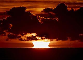3 điều xảy ra khi mặt trời mọc từ phía tây