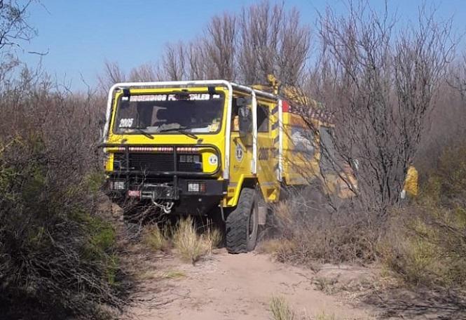 El Plan Provincial de Manejo del Fuego combate incendio en Alvear