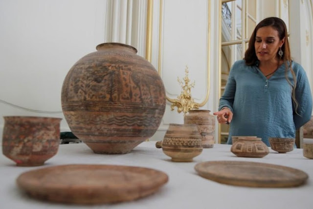 France returns stolen ancient artifacts to Pakistan