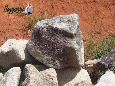 Pedra moledo para execução de paisagismo.
