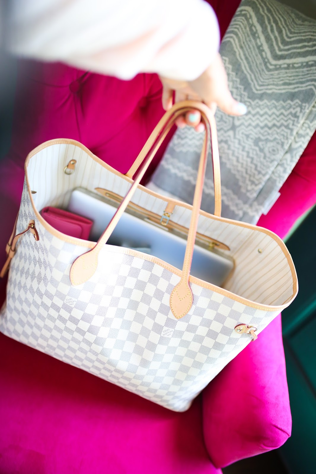 LV Neverfull vs Goyard Comparison and review featured by top US fashion blogger, Emily Gemma of The Sweetest Thing: Emily Gemma blog, The Sweetest Thing Blog, Louis Vuitton Neverfull GM Damier Azur bag review, Neverfull MM Damier Ebene bag review, Goyard St. Louis Chevron Tote Black PM bag review, comparison of Neverfull sizes GM MM and PM, difference between louis vuitton neverfull GM and MM and PM, what size louis vuitton nevefull is best, louis vuitton neverfull as diaper bag, what all fits into a goyard tote, what all fits into the medium louis vuitton Neverfull MM, pinterest handbags louis vuitton goyard review, Rag & Bone white wool hat, Emily griffin first comes love, white marble skin for iPad, leopard print tassel keychain, providence story tassel keychain, pink prada bow wallet, can I fit my macbook pro into a neverfull