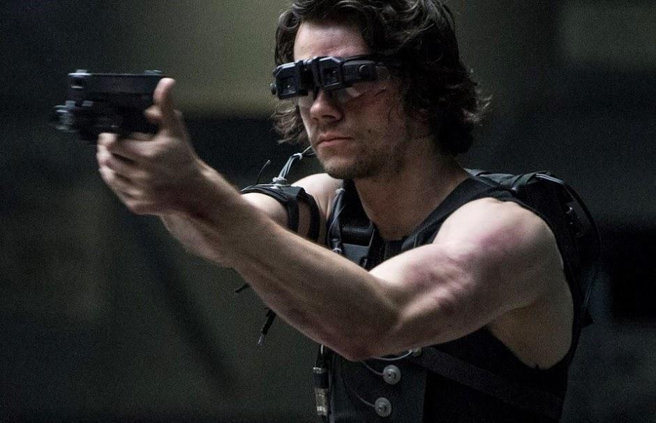"""Dylan O'Brien entra em ação no 2º trailer de """"O Assassino: O Primeiro Alvo"""""""