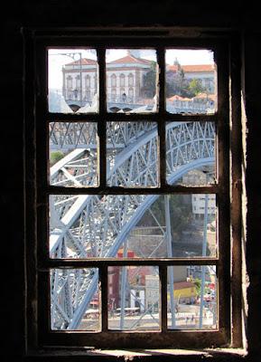 vista da ponte luiz i pela janela