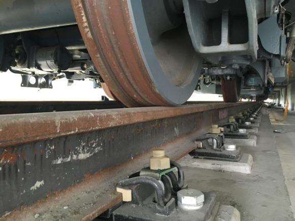 Thép đường ray, ốc, nẹp… của Pháp hơn trăm năm qua vẫn không rỉ nhưng thép của Trung Quốc chưa sử dụng đã rỉ toen toét, có vẻ như họ làm từ thép phế liệu, kỹ sư Nguyễn Đình Ấm cho biết.