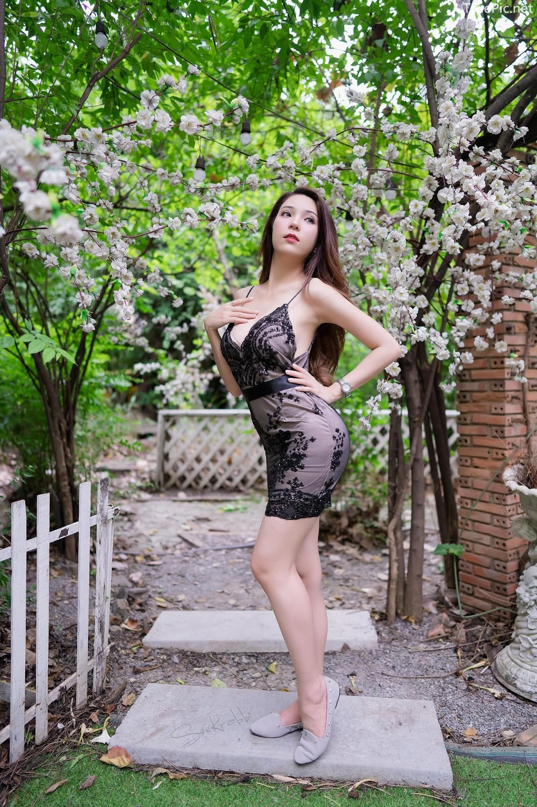 Thailand hot model - Janet Kanokwan Saesim - Black sexy garden - TruePic.net - Picture 2