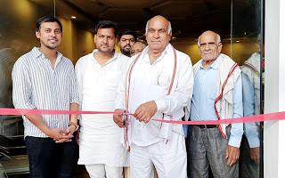#JaunpurLive : पूजा स्वीट्स एवं फैमिली रेस्टोरेंट का हुआ उद्घाटन