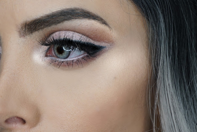 EYE CLOSE UP WITH PINK OF ME MATTE GEL HIGHLINER BY MARC JACOBS TO CREATE A CUT CREASE AND ON THE WATERLINE PLUS EYE CORNER