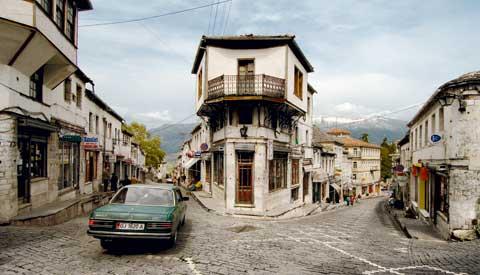 Αλβανοί εθνικιστές επιτίθενται σε σπίτια Ελλήνων στα μειονοτικά χωριά