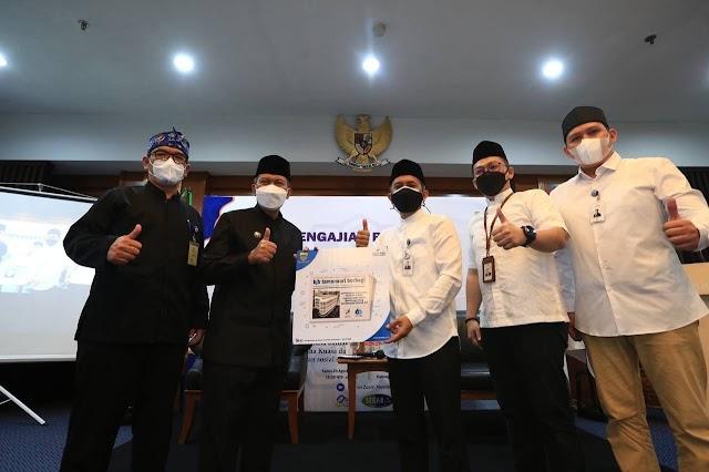 Bank bjb Berikan Bantuan 2.500 Paket Sembako Untuk Warga Kota Bandung