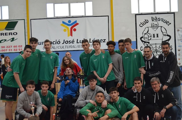 El Joventut de Badalona guanya el  XVIIé Torneig Nacional Cadet Masculí del Genovés a l'Estudiantes Madrid.