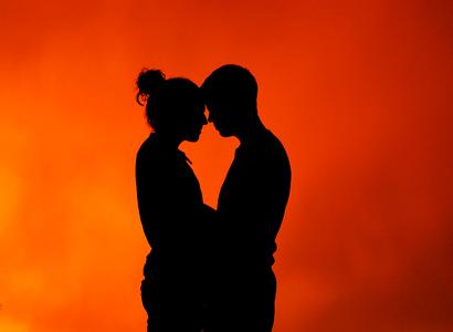 Resultado de imagen para hombre y mujer abrazados