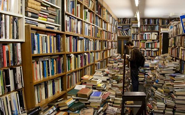9 Alasan Buku Asli Lebih Asik Dibanding e-book