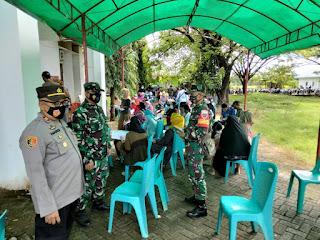 Kapolsek Bajeng Gowa Bersama Danramil 06/Bajeng, Pantau Pelaksanaan Vaksinasi Massal Di 2 Kecamatan