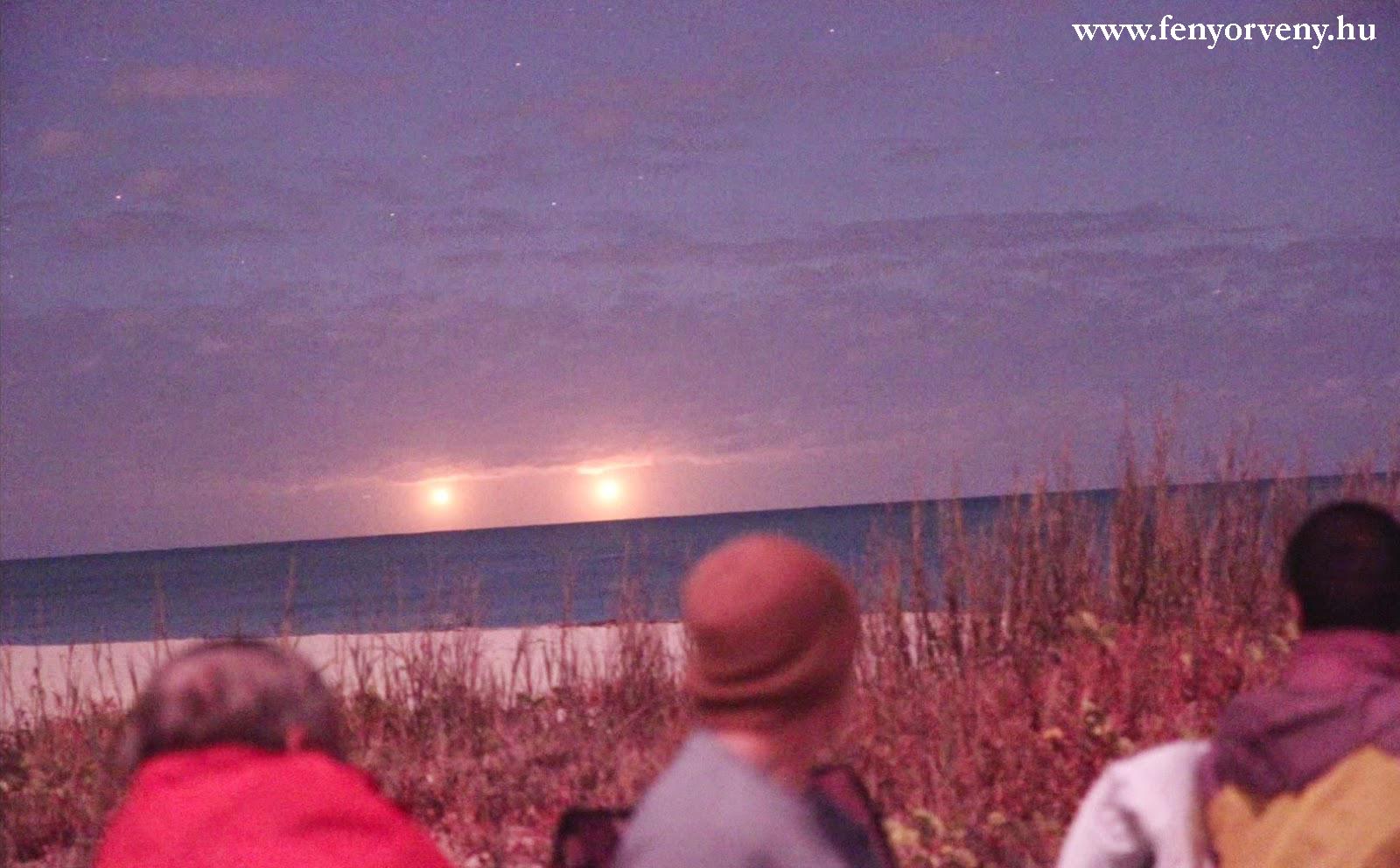 Aranyszínű fényhajók Florida egén - VIDEÓVAL ÉS KÉPEKKEL!