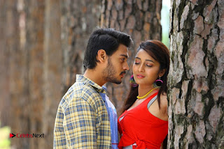 Iddari Madhya 18 Telugu Movie Pos  0004.jpg