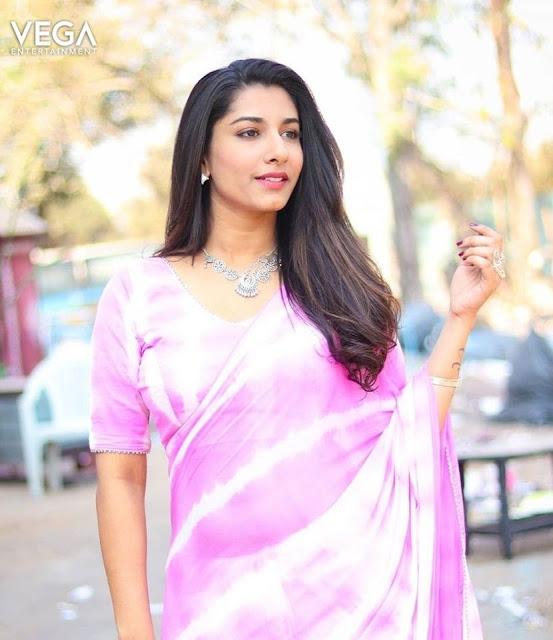 Anchor Vishnupriya Latest Still in Light Pink Saree Actress Trend
