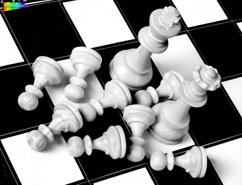 Chess set pawns down