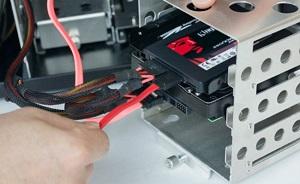 memasang drive komputer