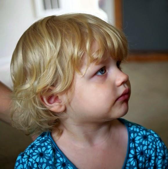 Online gambar anak berambut pirang