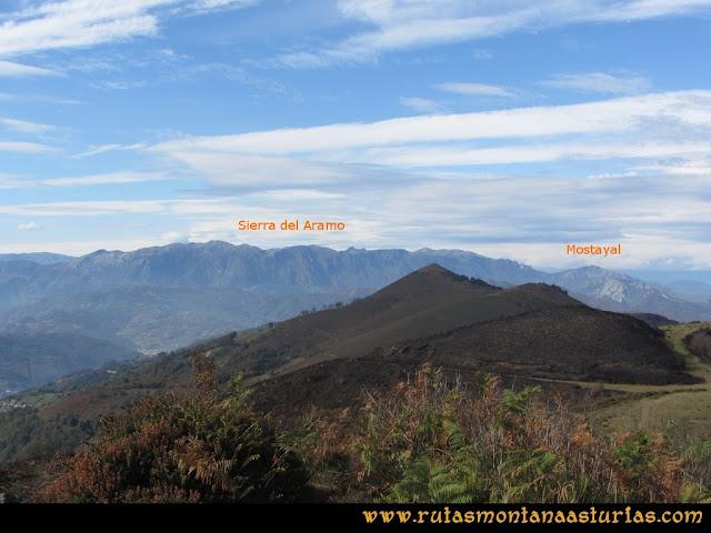 Ruta al San Justo o Cogollu: Vista de la sierra del Aramo y Mostayal desde el pico San Justo
