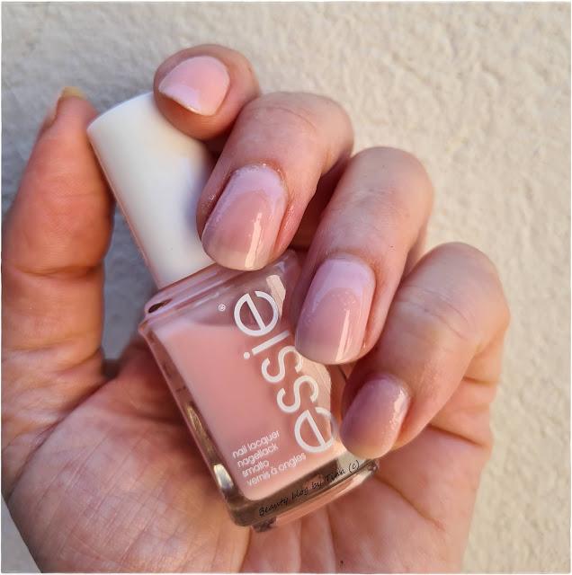 Essie-sugar-dady-manikura-notino.hr_jpg