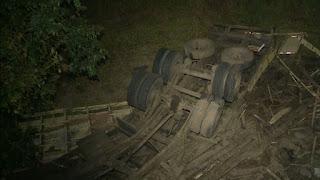 Motorista morre após capotar caminhão no Sertão da Paraíba