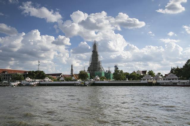Tempio Wat Arun sul fiume Chao Phraya a Bangkok
