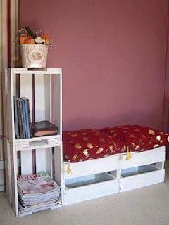 mueble simple hecho con cajas de madera recicladas