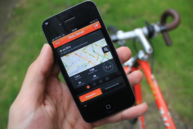 Person holding an app with Strava App on his Smart device.