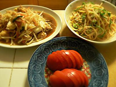 夕食の献立 明太子オクラパスタ、鶏肉野菜炒め 冷やしトマト