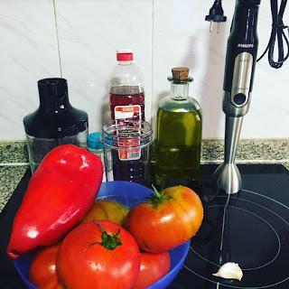 Gazpacho, que comemos hoy, tomate, pimiento rojo, ajo, aceite, sal, vinagre,