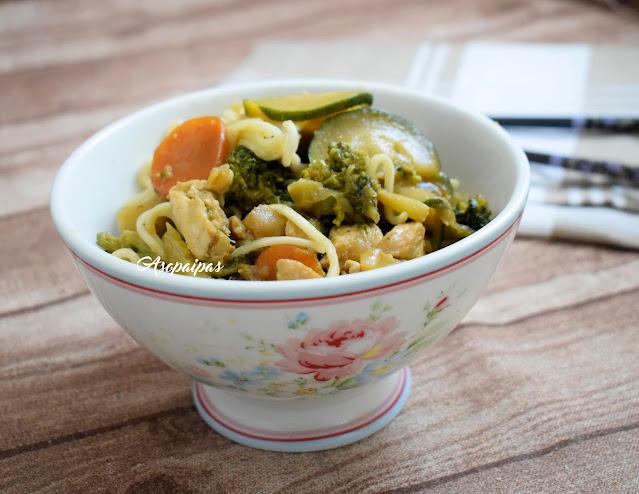 Fideos Chinos con Verduras y Pollo. Vídeo Receta