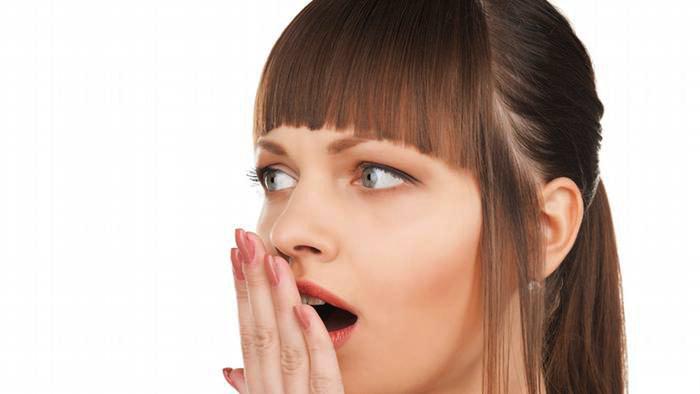 मुंह की दुर्गंध या बदबू को दूर करने के बेदह आसान उपाय