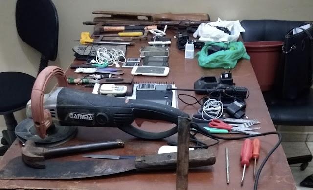 Em Iretama, celulares, carregadores e até uma esmerilhadeira são apreendidos