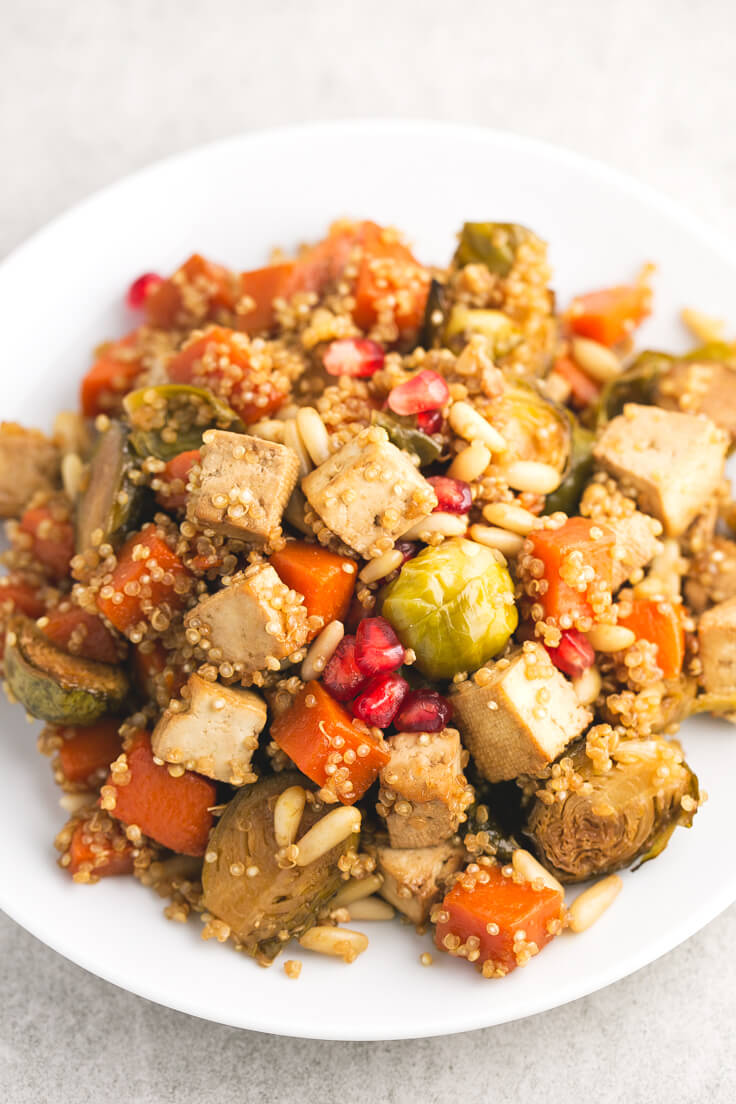 Baked vegetables and tofu for Christmas - Vegetables and baked tofu with quinoa, a vibrant and quite simple dish, ideal for special occasions or to give us a tribute.