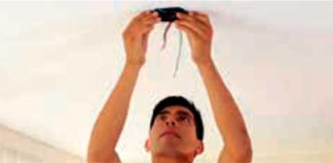 Instalaciones eléctricas residenciales - Colocando soporte de ventilador de techo