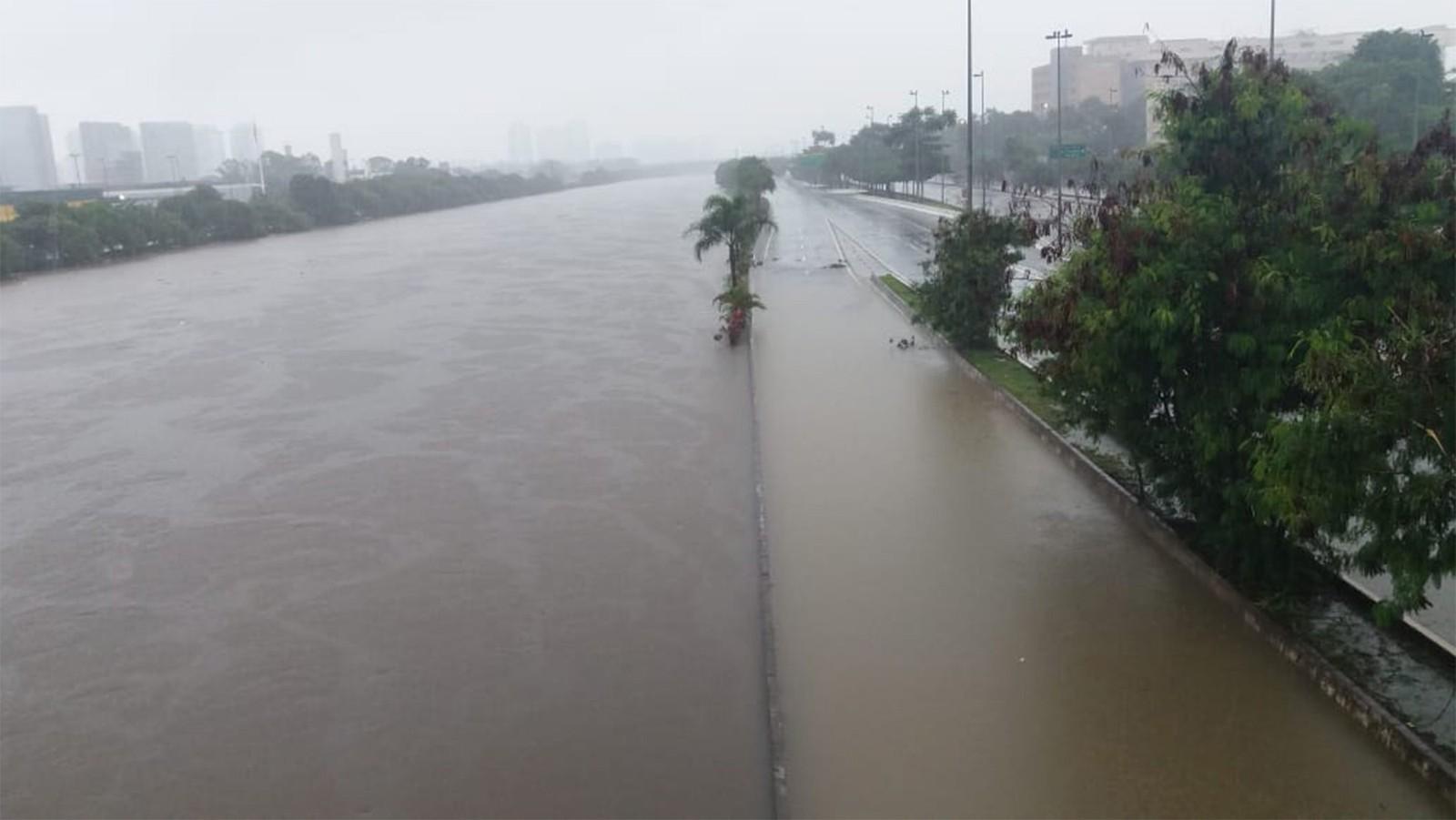 São Paulo tem maior chuva para o mês de fevereiro em 37 anos, diz Inmet