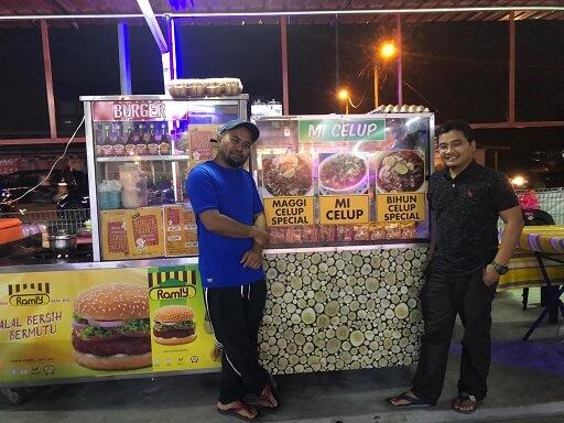 Makan Mi Celup Delima di Medan Selera Bukit Naga