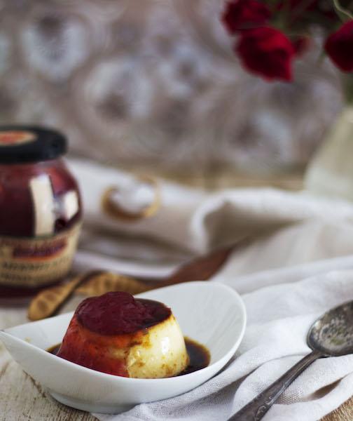Flan de queso con mermelada de fresa