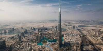 Figure: What city is this awesomely tall edifice in?