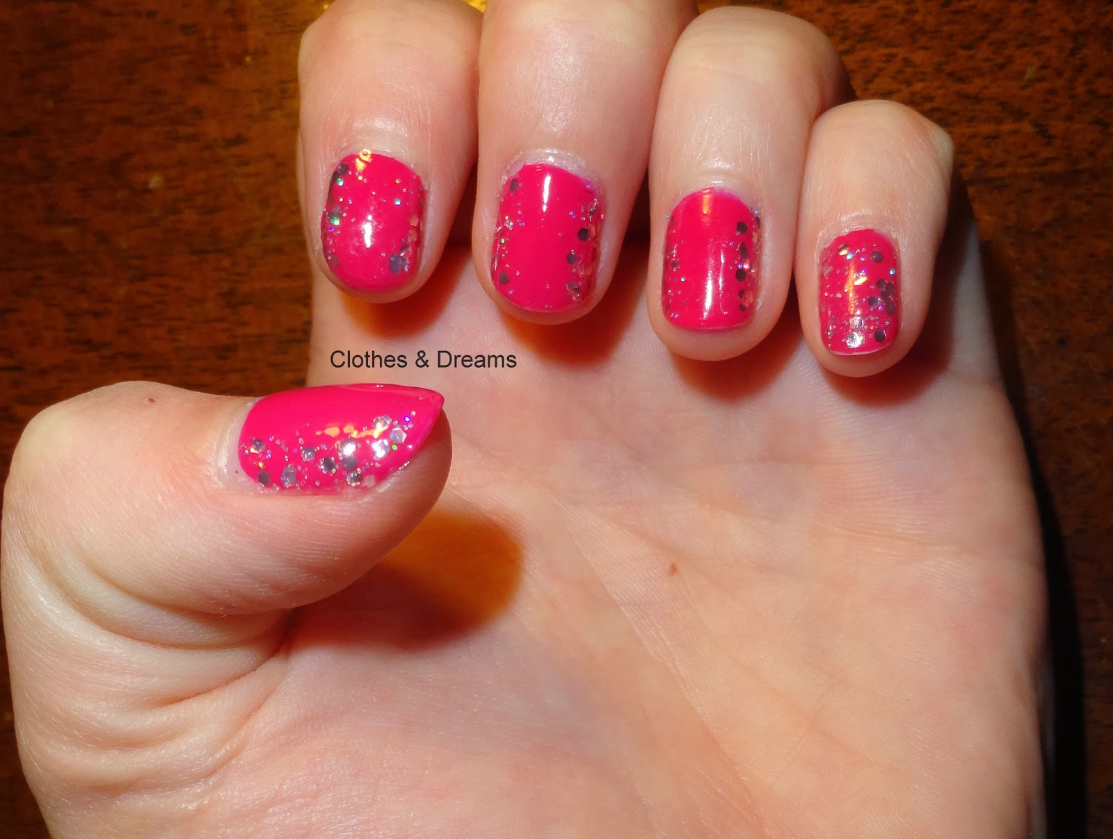 Clothes & Dreams: Self-rewarding feels so good! Nail art glitters Catrice
