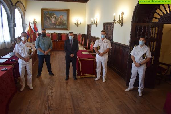 El alcalde de Santa Cruz de La Palma recibe al comandante del Mando Naval de Canarias en su primera visita oficial a la isla