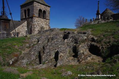 Eglise, tombes, ossuaire de saint-Floret.