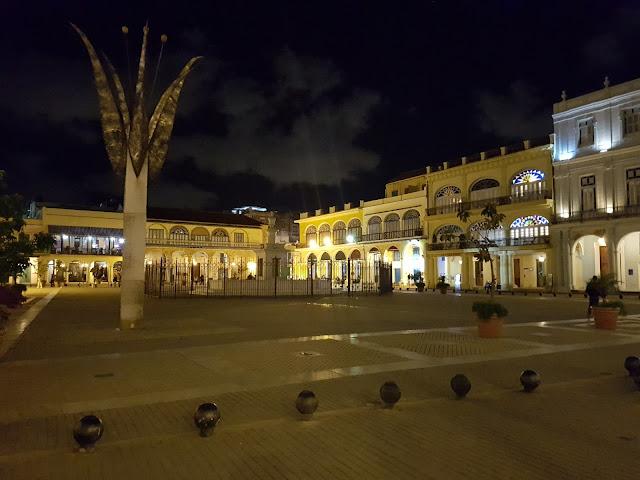 Plaza Vieja - Habana Vieja - Cuba