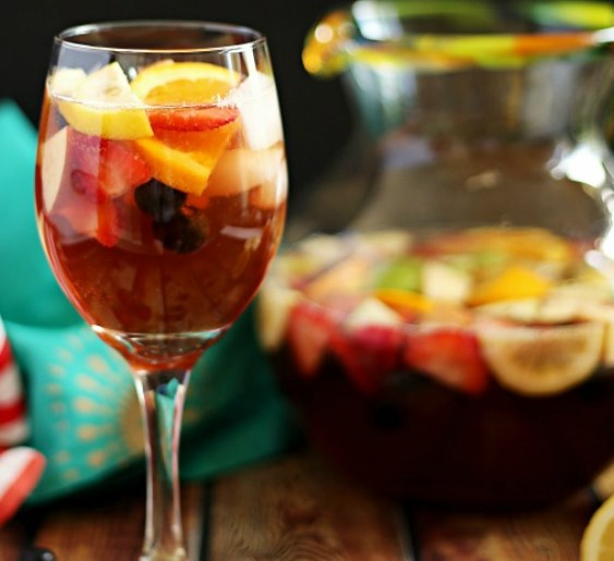 HOW TO MAKE A NON-ALCOHOLIC VIRGIN SANGRIA MOCKTAIL #drinks #favoritedrink