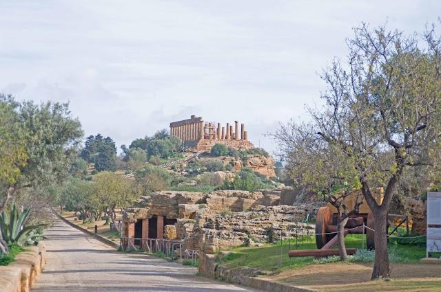 Świątynia Hery-Junony, widok na architekturę Doliny Świątyń