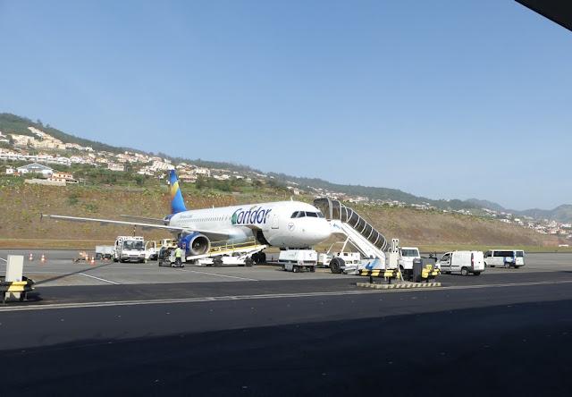 Condor-Maschine am Flughafen Funchal, Madeira