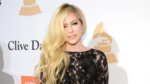 Fans inconformes por los Grammy 2021 recuerdan cuando Avril Lavigne fue vetada