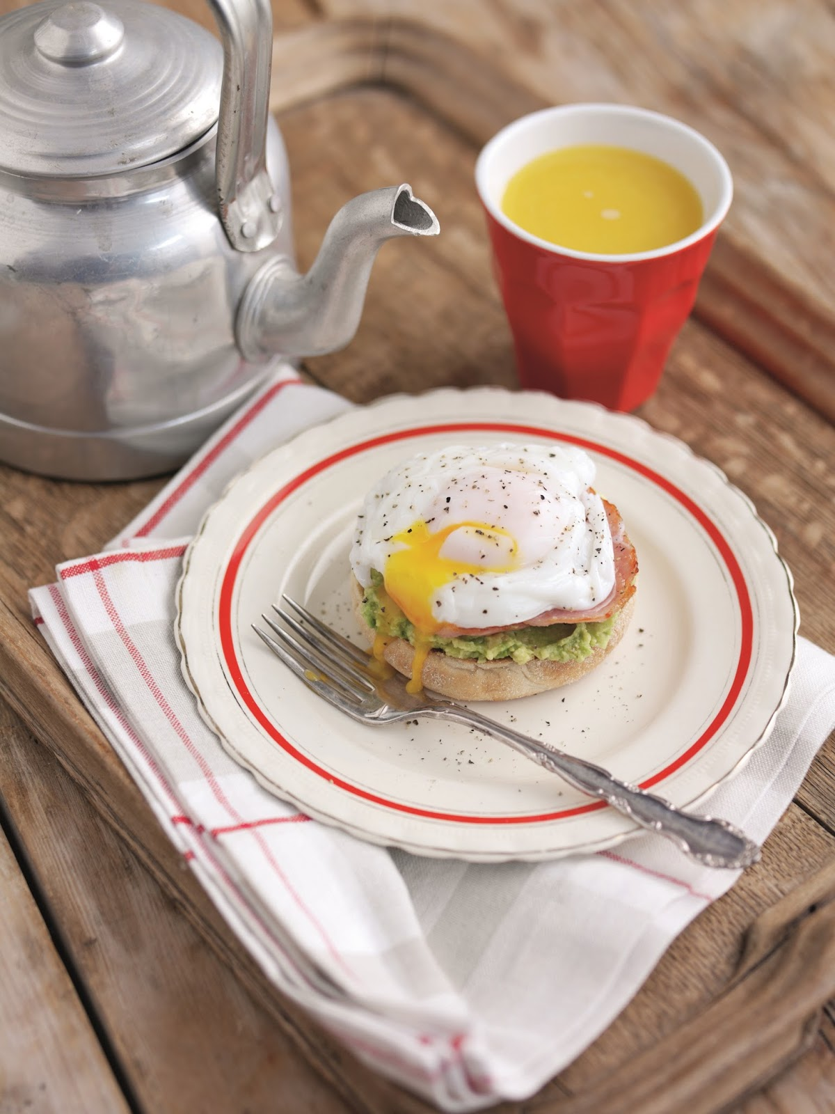 Avocado Eggs Benedict: A Protein-packed Breakfast